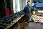 Autoridades chilenas encontram um grande esconderijo de armas na aldeia Colonia Dignidad, a 410 quilômetros da capital Santiago, em 15 de junho de 2005. A colônia foi fundada no início da década de 1960 pelo soldado nazista Paul Schaefer, acusado de ter cometido violações aos direitos humanos