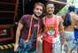 O jovem ator Humberto Carrão também passou pela festa do bloco carioca