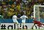 Wilfried Bony, da Costa do Marfim, marca gol de empate contra a Grécia; placar parcial 1 a 1