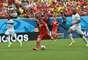 Xherdan Shaqiri se prepara para dar o chute certeiro que resultou no segundo gol da Suíça contra Honduras