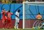 Xherdan Shaqiri celebra o terceiro gol da Suíça com o colega Josip Drmic, enquanto que o goleiro de Honduras Noel Valladares lamenta. Partida entre Honduras x Suíça aconteceu nesta quarta-feira, na Arena Amazônia, e terminou em 3 a 0 para a seleção suíça.