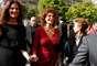 Sophia Loren apostou no vermelho para o desfile da Armani