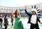 Com a presença de um time de famosos, como Shakira e Ivete Sangalo, a Copa do Mundo do Brasil teve sua cerimônia de encerramento neste domingo, no Estádio do Maracanã, que recebe também a grande final entre Argentina e Alemanha. Na foto, Carlinhos Brown e Ivete Sangalo