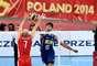 Vissotto ataca bola no jogo contra Rússia
