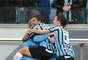 Dudu comemora com Felipão o primeiro gol do Grêmio contra a Chapecoense