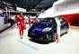 O Toyota Prius é um modelo híbrido, que não depende só da combustão para rodar: ele tem também um motor elétrico. O conjunto soma 134 cv com 99 cv do motor 1.8 a gasolina e 82 cv do elétrico. O Prius virou o ícone dos automóveis híbridos e dos carros verdes em geral. Segundo a certificação da Agência de Proteção Ambiental dos Estados Unidos (EPA), o Prius 2010 é o automóvel disponível no mercado com a maior economia de combustível dos Estados Unidos