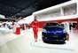 A terceira geração do Prius têm uma economia de combustível de 21,1 km por litro e emite 44% menos gás carbônico que um modelo similar a gasolina