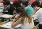 Candidatos realizam prova no prédio de Engenharia Civil da Cidade Universitária, neste domingo (30/11)