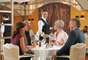 Jacques - A companhia de luxo Oceania Cruises conta com o francês Jacques a bordo dos navios Marina e Riviera. Inspirado pelo chef Jacques Pépin, o bistrô em estilo parisiense oferece culinária cosmopolita, com clássicos do país revisitados pelo chef