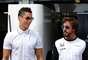 Cristiano Ronaldo com Fernando Alonso nos boxes da McLaren