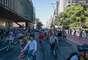 Além de ciclistas, famílias inteiras participaram da inauguração da ciclovia da Avenida Paulista, em são Paulo