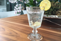 Agua: es nutriente básico para todas las reacciones de nuestro cuerpo, incluyendo la prevención de problemas bucales.