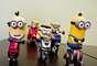 """O ensaio """"Minions em Uma Moto por Dia"""", do fotógrafo Osvaldo Furiatto, mostra bonecos dos personagens com motocicletas de brinquedo"""