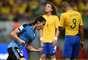 Cavani comemora seu gol contra o Brasil pelas Eliminatórias da Copa de 2018