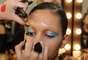 Modelos descolorem sobrancelhas para desfiles de Adriana Degreas no São Paulo Fashion Week