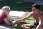 Ex-BBB Manoel trocou carinhos com Daniela Blume no 'Gran Hermano'