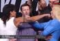 Amanda Nunes toca queixo de rival em encarada promocional