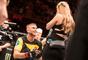 Após a vitória, Alexander Gustafsson pede a namorada em casamento no UFC Fight Night