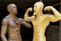 Estátuas de Floyd Mayweather e Conor McGregor frente a frente
