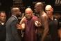 Jon Jones encarou Daniel Cormier sem camisa antes do UFC 214