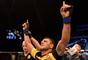 Rafael dos Anjos venceu Tarec Saffiedine na decisão dos juízes em estreia nos meio-médios do UFC