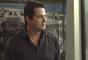 Malagueta (Marcelo Serrado) decide colocar o verdadeiro laudo do acidente de Mirela (Marina Rigueira) na sala de Eric (Mateus Solano), na novela 'Pega Pega'