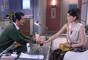 Cecília (Bia Arantes) e André (Bruno Lopes) escolhem para o primeiro encontro o mesmo restaurante em que Gustavo (Carlo Porto) e Verônica (Elisa Brites) estão jantando, na novela 'Carinha de Anjo'