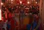 Poliana (Sophia Valverde) conversa com os pais, Alice (Kiara Sasso) e Lorenzo (Lázaro Menezes), antes da apresentação dos dois em Quixadá, no capítulo que vai ao ar nesta quarta-feira, dia 16 de maio de 2018, na novela 'As Aventuras de Poliana'