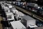 Greve Caminhonheiros - A greve chegou a paralisar rodovias federais em 23 estados do Brasil, mais o Distrito Federal, na última terça-feira, 22