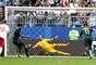 Jedinak desloca o goleiro dinamarquês e empata para a Austrália