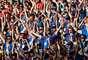 """Torcedores islandeses fazendo o famoso cântico """"Skol"""" no jogo contra a Nigéria"""