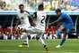 Philippe Coutinho tenta um chute no jogo Brasil x Costa Rica