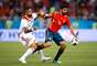 Diego Costa e Manuel da Costa disputam a bola