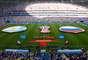 Suárez comemora com companheiros o primeiro gol do Uruguai sobre a Rússia