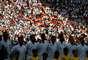 Torcida alemã ao fundo enquanto jogadores aguardam o hino nacional antes de Coreia do Sul x Alemanha