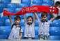 Crianças torcem para a Inglaterra no estádio em Samara