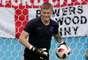 Goleiro inglês Pickford faz aquecimento antes do jogo (Bélgica x Inglaterra)
