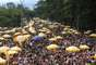 Movimentação de foliões durante o bloco Bem Sertanejo, comandado pelo cantor Michel Teló, no Parque do Ibirapuera, em São Paulo (SP), neste domingo (3)