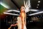 Lore Improta aposta no look branco para o Baile Real Masqué