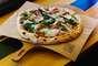 Mini pizzas: Quem resiste a uma pizza, não é mesmo? Hoje em dia, com opções prontas de massa no mercado, é só colocar a cobertura de sua preferência e assar