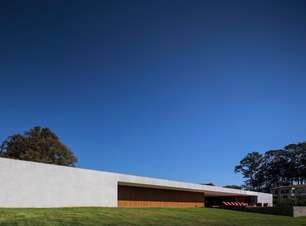 Casa de veraneio tem visual arrojado e ventilação ecológica