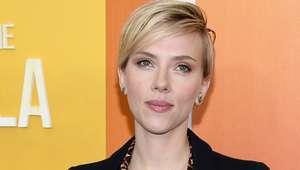 Scarlett Johansson se dejó ver con un tomboy look
