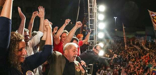 """Lula chama procuradores de """"crianças"""" e insinua candidatura"""
