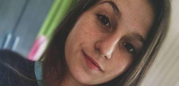 Jovem é arrastada por 2km e morre após blusa presa em ônibus