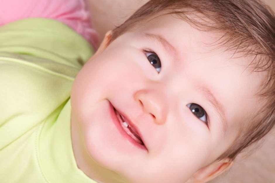 Alivie A Dor Do Nascimento Dos Primeiros Dentes Do Bebe