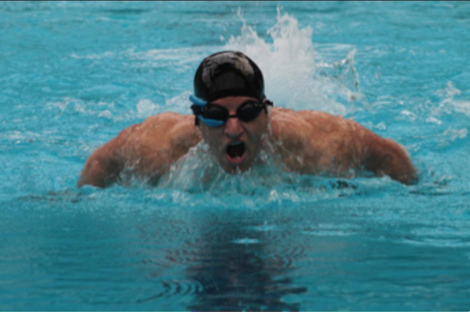 cb7ea7534 Empresa lança óculos de natação inteligente