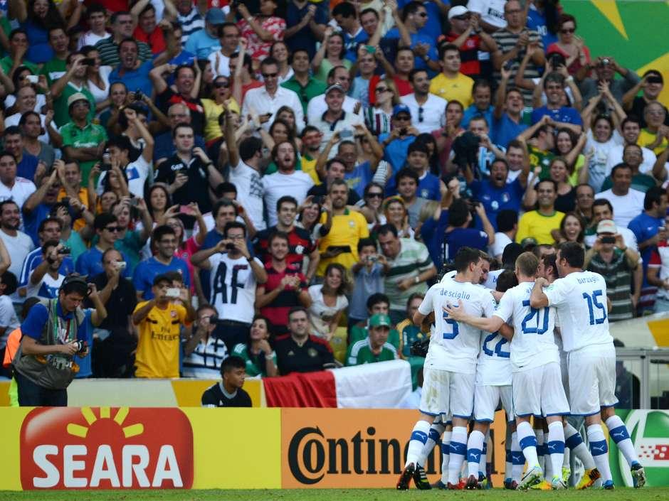 Com gols de Pirlo e Balotelli a61c74757b8a0