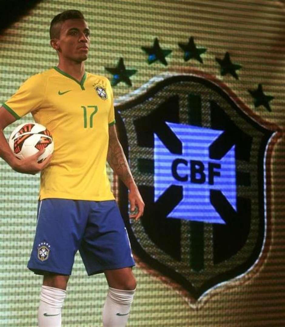 629de5e462 Seleção brasileira lança nova camisa para Copa do Mundo