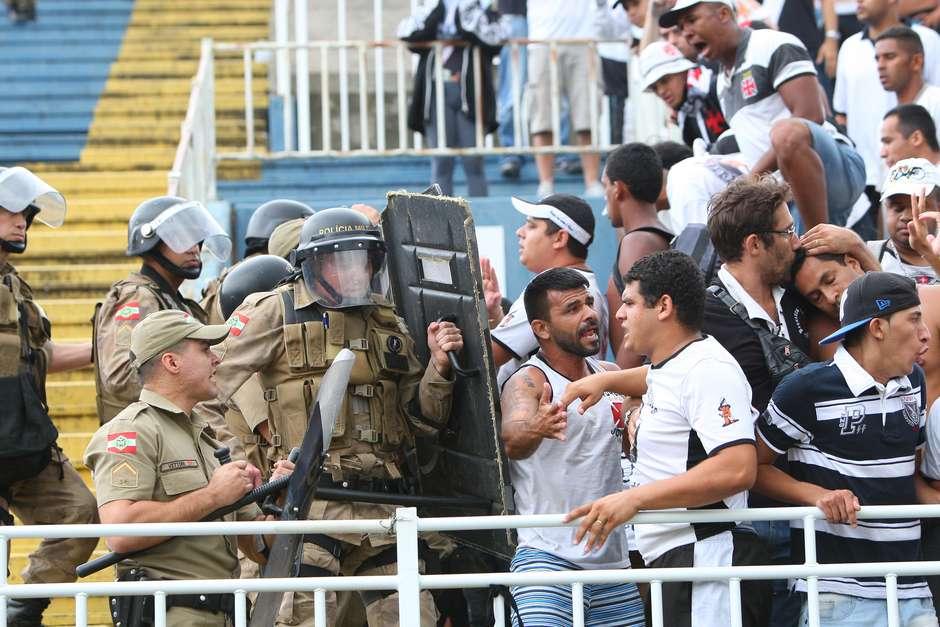 Líderes de organizada do Vasco são identificados na confusão de Joinville e9d621eb2a5cc