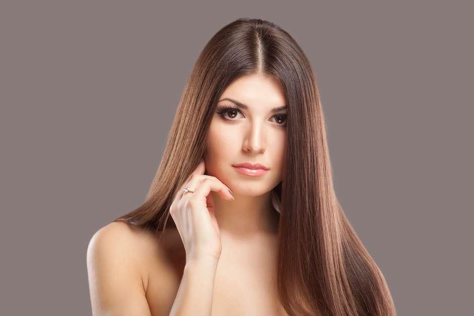 Touca da vovó ou chapinha  Veja 10 jeitos de alisar o cabelo d0082684089